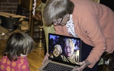 The Long Distance Grandparent : Staying Connected